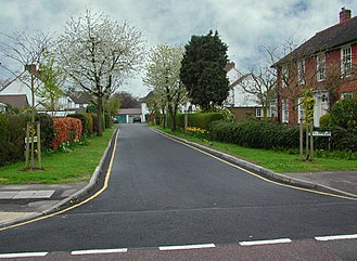 Dead end (street) - Welwyn Garden City cul-de-sac that is short and narrow