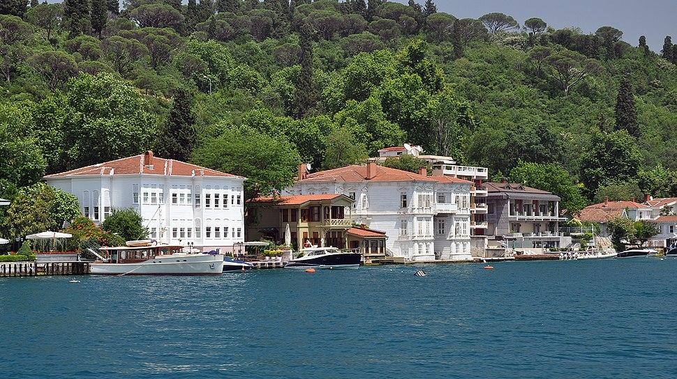 Ya%C4%9Fl%C4%B1k%C3%A7%C4%B1 Hac%C4%B1 Re%C5%9Fit Bey and Prenses Rukiye Yal%C4%B1s%C4%B1 on the Bosphorus, Istanbul, Turkey 001