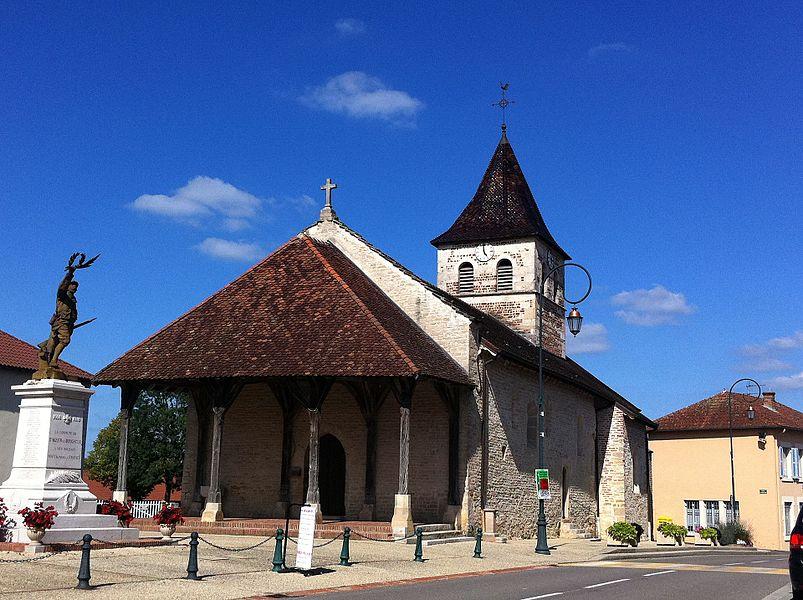 Église Saint-Antoine de Saint-Nizier-le-Bouchoux, Ain, France. Dans le coin inférieur gauche, Le Poilu victorieux d'Eugène Benet.