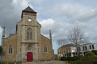 Église et Mairie de TREGUEUX.jpg