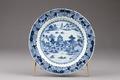 Östasiatisk keramik. Tallrik med flodlandskap - Hallwylska museet - 95755.tif