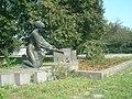 Братська могила радянських активістів (Боремель) вигляд збоку.jpg