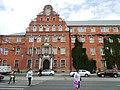Здание полицейского президиума с рельефами на портале главного входа, проспект Советский, 3-5, Калининград.jpg
