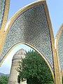 نمای برج لاجیم از داخل مقبره الشهداء.jpg