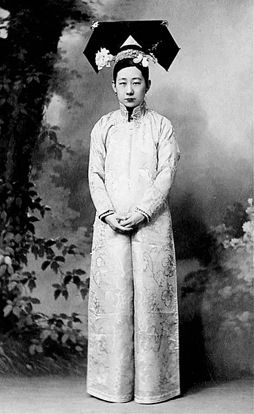 Qing dynasty manchu noblewoman lady aixingioro hengxiang during the
