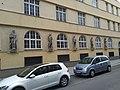 1050 Siebenbrunnengasse 21 - Wandskulpturen.jpg