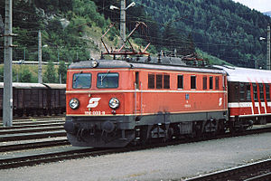 1110 003-9 with freight train in St. Michael (1994)