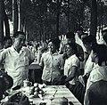 1965-10 1965年 周恩来视察新疆石河子农场与上海知青.jpg