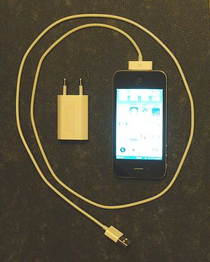 29px iPhone 4 with USB-cabel and charger