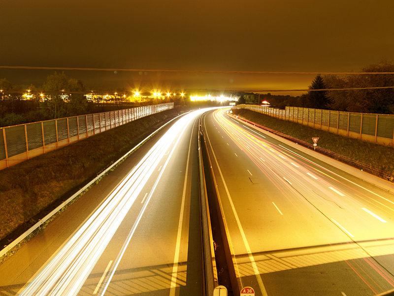 This file was uploaded  with Commonist.    Filés de voitures créés avec 5 photos prises depuis un pont au dessus de l'Autoroute A36.  L'ensemble a été assemblé avec Startrails.