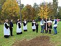 2013-10-13 - Zemianske Podhradie, zasazování stromu (5).jpg