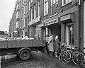 Aanvoer kolen in de Achtergracht te Amsterdam, Bestanddeelnr 914-7127.jpg