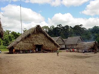 Kaxinawá - Image: Aldeia Caxinauá no Acre