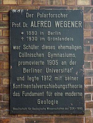 Alfred Wegener - Commemorative plaque on Wegener's former school in Wallstrasse