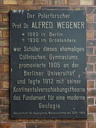 Alfred Wegener - Commemorative plaque on Wegener's former school in Wallstrasse