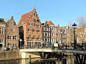 Houses of this type were built between about 1600 and 1665, examples of Dutch Renaissance architecture