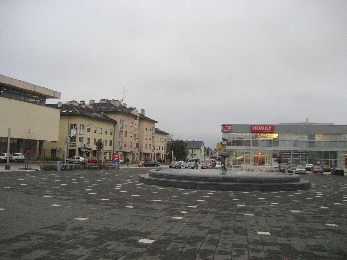 File Ante Starcevic Platz In Gospic Jpg Wikimedia Commons