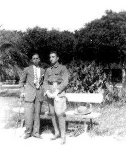 En 1927, nos xardíns da Ferradura, cando estaba a facer o servizo militar.