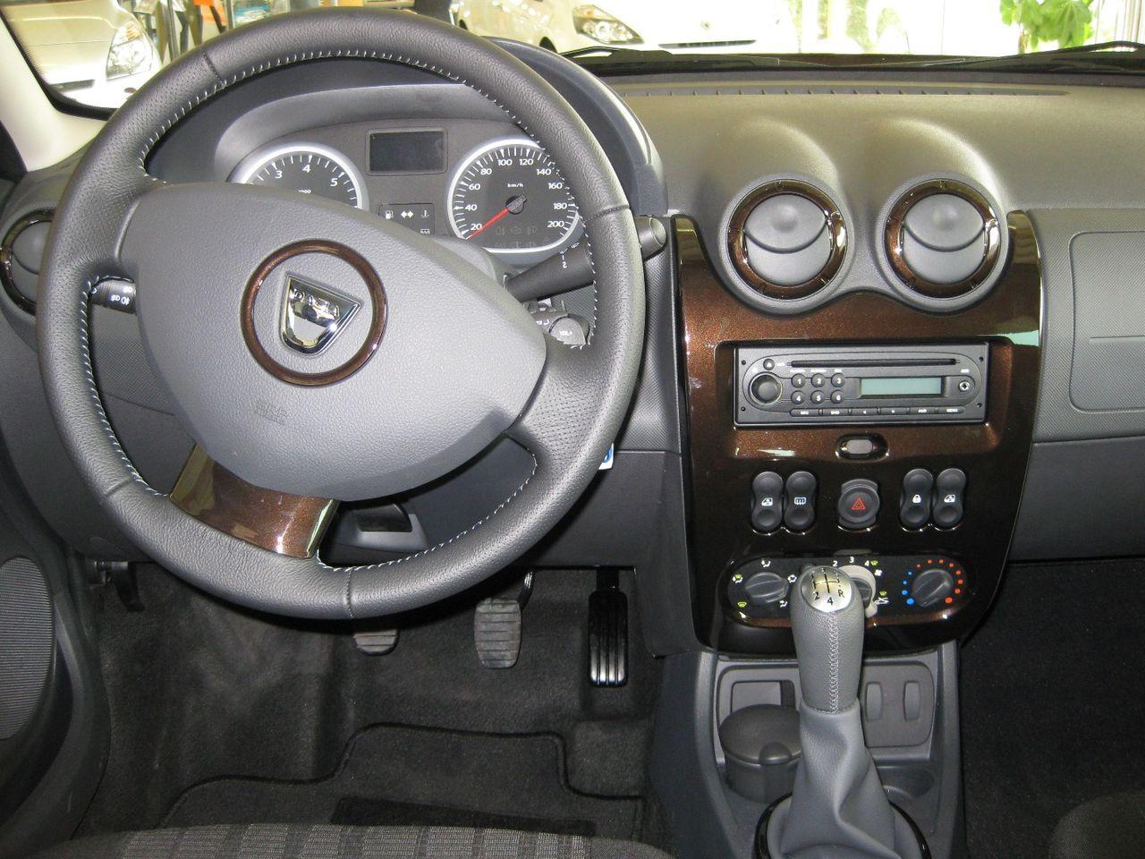 File:Armaturenbrett Dacia Duster.jpg - Wikimedia Commons | {Armaturenbrett 72}