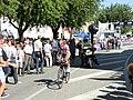 Arrivée d'un coureur - quatrième étape du Tour de l'Ain 2013.JPG