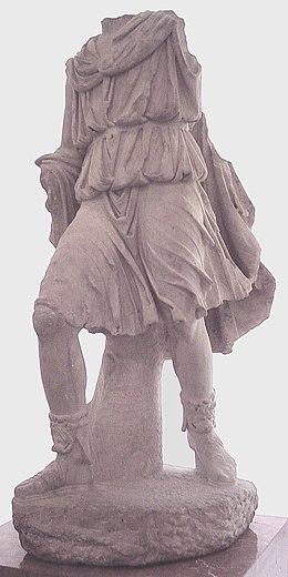 Statua di Ascanio, proveniente da Emerita Augusta, (attuale Mérida, Spagna), marmo, prima metà del I secolo d.C., Madrid, Museo Arqueológico Nacional de España.