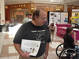 Astronomer Alan Hale at the Cosmic Carnival held at Cottonwood Mall in Albuquerque on Sept. 10th, 2005.jpg
