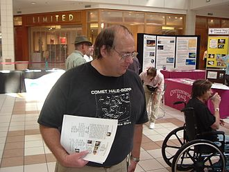 Alan Hale (astronomer) - Image: Astronomer Alan Hale at the Cosmic Carnival held at Cottonwood Mall in Albuquerque on Sept. 10th, 2005