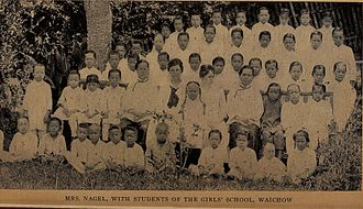 Hakka people - Christian missionaries with Hakka students of a girls' school in Waichow, Guangdong, 1921.
