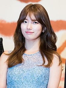 "Bae Suzy at ""Uncontrollably Fond"" press conference, 4 July 2016 05.jpg"