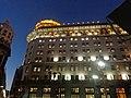 Banco de Boston, Buenos Aires, de noche.jpg