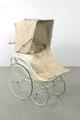 Barnvagn utan parasoll, snett framifrån m sufflett och regnskydd - Livrustkammaren - 48153.tif