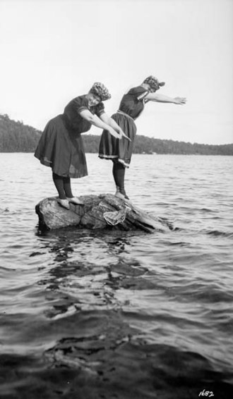 District Municipality of Muskoka - Photo of cottagers swimming in 1909, by F.W. Micklethwaite