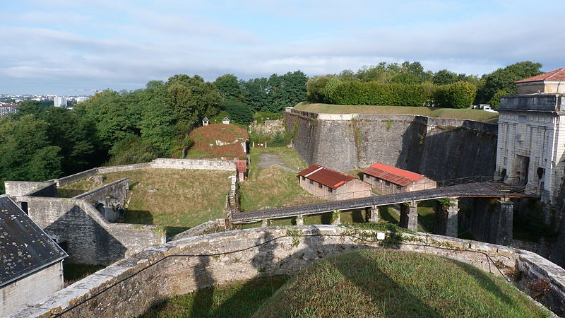 File:Bayonne citadelle porte royale3.JPG