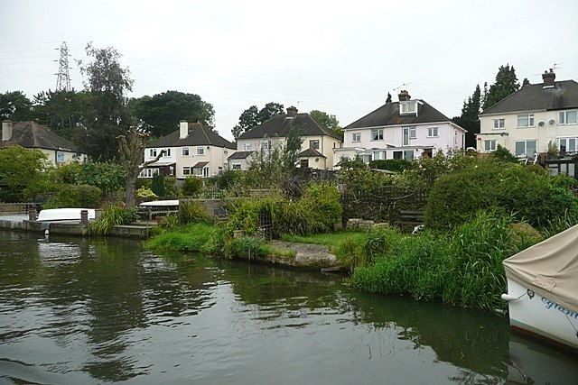 Bellfields from the River Wey - geograph.org.uk - 949819