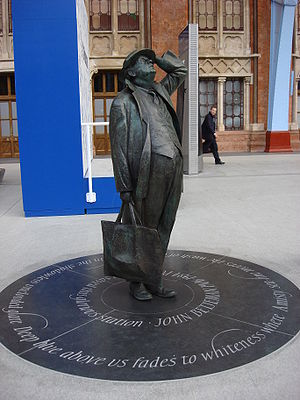 Candida Lycett Green - Statue (2007) of Sir John Betjeman at St Pancras Station.