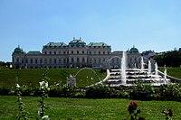 Blick auf das Barockschloss vom Unteren Belvedere - panoramio.jpg