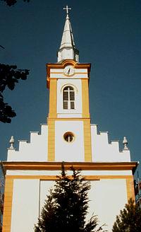 Blick auf die renovierte Kirche K2003-09-22 016 Baranyajenoe Kirche W.jpg