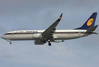 Jet Airways - Jet Airways Boeing 737-800 wearing the 1993–2007 livery