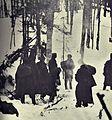 Borci 14. divizije čakajo poročilo obveščevalne patrole o sovražnikovem premiku.jpg
