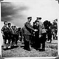 Borrestevnet 1943, Vidkun Quisling hilser på tysk offiser. (8617784775).jpg