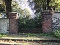Brama do nieistniejącego już kościoła św. Jana Nepomucena.JPG