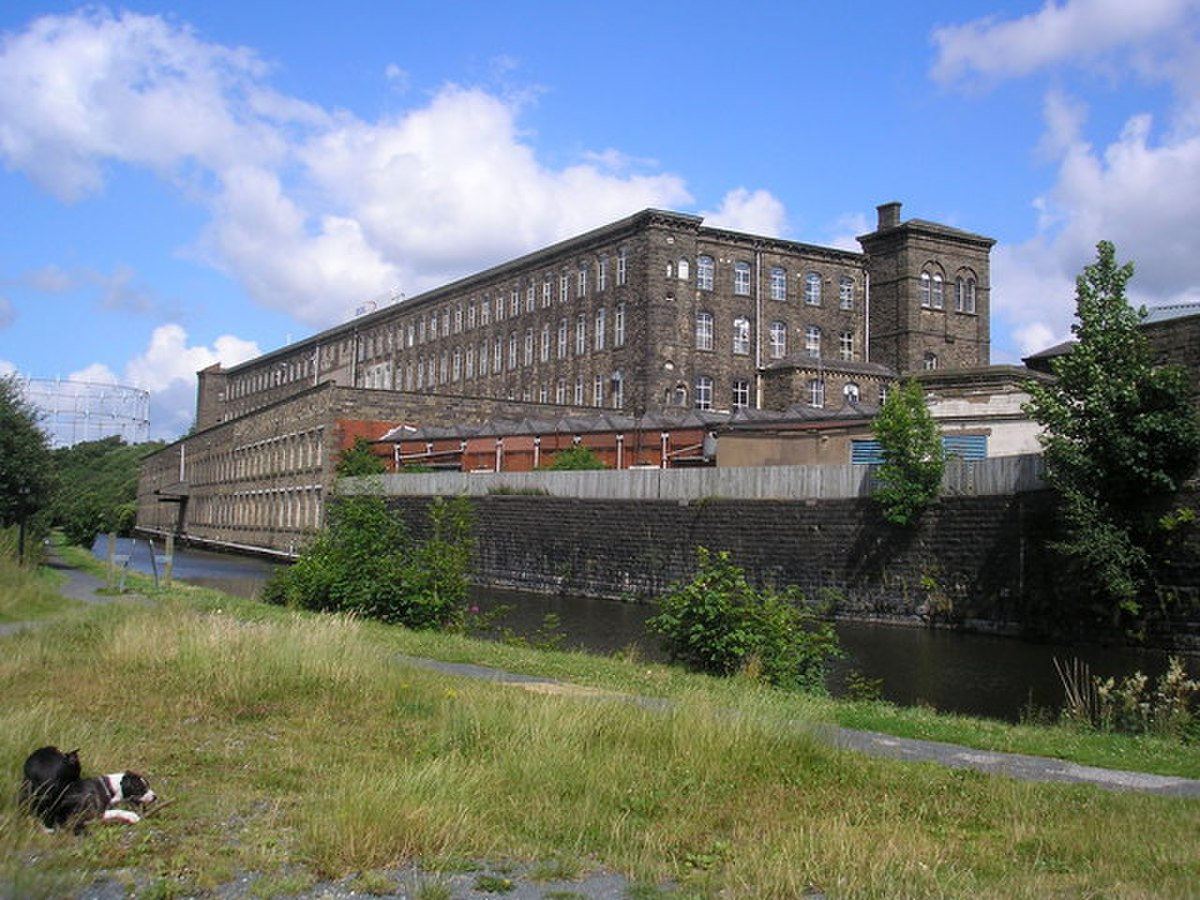 Brierfield Mill, alongside the Leeds and Liverpool Canal - geograph.org.uk - 1403911.jpg