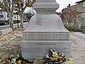 Brignais - Monument aux morts (détail) 5.jpg