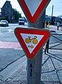 Brussels cyclist privilege.jpg