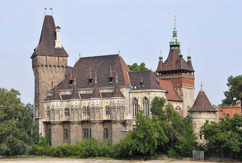 File:Budapest Vajdahunyad Castle R01.jpg