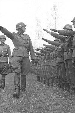 """Bundesarchiv Bild 101III-Hoffmann-04-23, Waffen-SS-Div. """"Das Reich"""", Russland.jpg"""