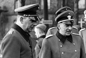 August Meyszner - Image: Bundesarchiv Bild 121 0390, Kurt Daluege und Major Fuchs