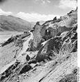 Bundesarchiv Bild 135-KB-07-099, Tibetexpedition, Kongka-Dzong, Ruinen.jpg