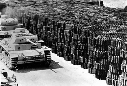 Panzer Mk IIIs move off the factory grounds, 1942. Bundesarchiv Bild 183-B22419, Produktion von Panzer III.jpg