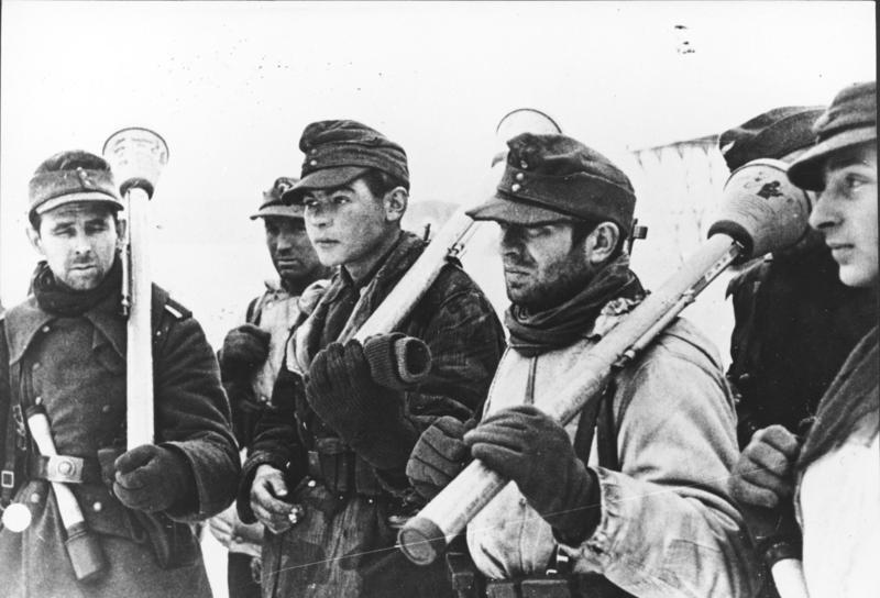 Bundesarchiv Bild 183-H28150, Deutsche Soldaten mit Panzerf%C3%A4usten